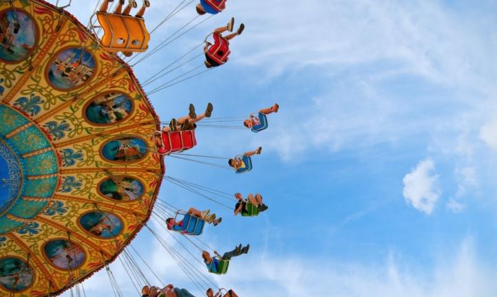 patrons enjoying an amusement park after COVID-19